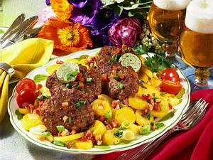 Kartoffelsalat mit Hacksteak Rezept