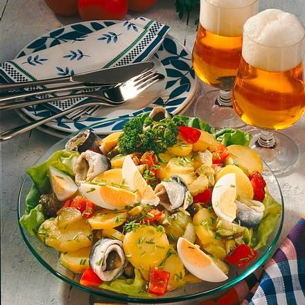 Kartoffelsalat mit Rollmöpsen und Eiern Rezept