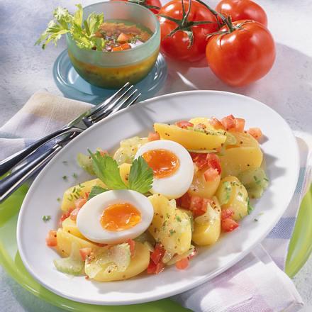 Kartoffelsalat mit Sellerie-Tomaten-Vinaigrette Rezept