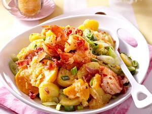 Kartoffelsalat mit Süßkartoffeln und Apfel-Speck-Marinade zu feurigen Garnelen Rezept