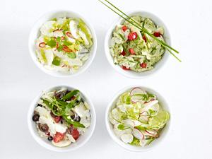 Kartoffelsalat mit Tomate, Oliven, Sardellen und Rauke Rezept