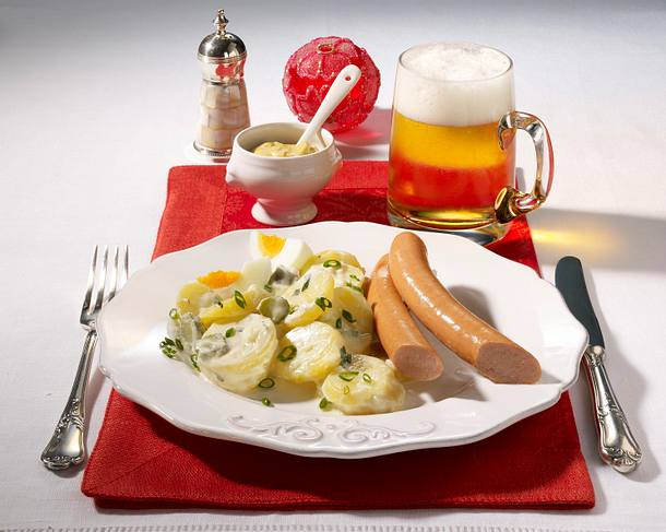 Kartoffelsalat mit Würstchen Rezept