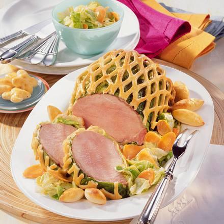 Kasseler im Spitzkohlmantel und Quark-Ölteig-Gitter Rezept