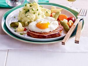Kasseler-Kotelett Holsteiner Art mit Mixed Pickles und Kartoffelpüree Rezept