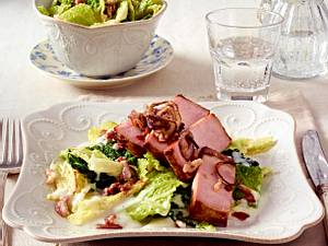 Kasseler-Kotelett mit gerösteten Zwiebelringen und gestoftem Wirsing Rezept