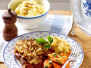 Kasseler-Kotelett mit Mandel-Senfkruste zu Petersilienmöhren und Kartoffelstampf Rezept