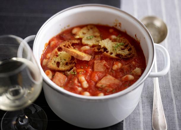 Kasseler mit dicken Bohnen in scharfer Tomatensoße mit Ciabattakruste (Ofen) Rezept