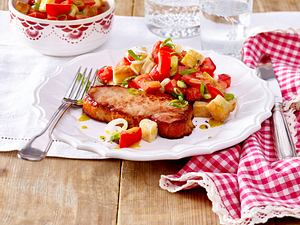 Kasseler mit Tomaten-Brot-Salat Rezept
