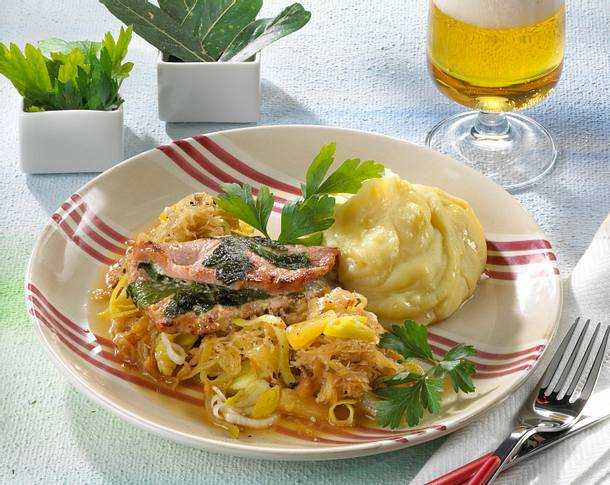 Kasseler-Saltimbocca mit Sauerkraut Rezept