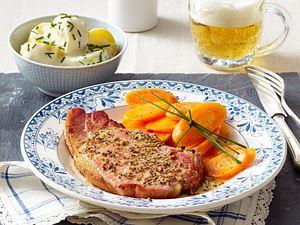 Kasselerkoteletts mit Möhren und Schmandkartoffeln Rezept