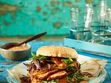 Kassler-Burger mit karamellisierten Zwiebeln und Apfelscheiben Rezept
