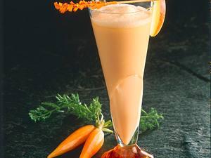 Kefir-Acerola-Shake mit Apfel- und Möhrensaft Rezept