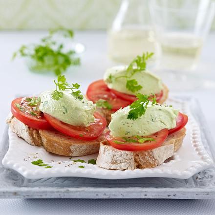 Kerbel-Avocado-Mousse auf Baguette Rezept