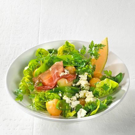 Kerbelsalat mit Schinken, Melone und Schafskäsewürfeln Rezept
