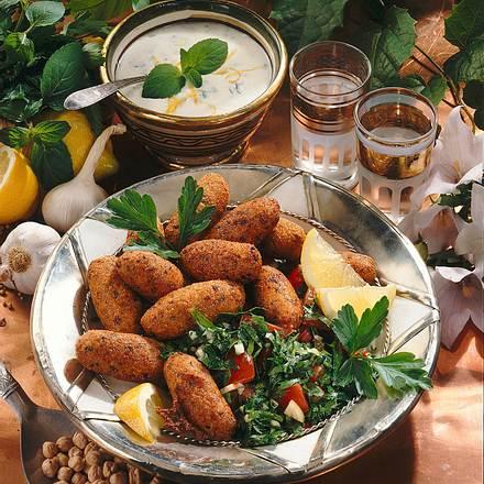 Kichererbsen-Röllchen mit Petersiliensalat und Joghurtsoße Rezept