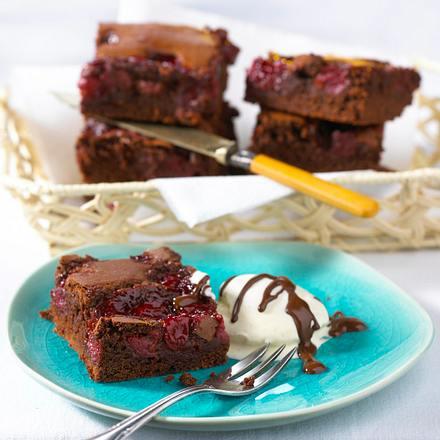 Kirsch-Brownies mit Schokosoße Rezept