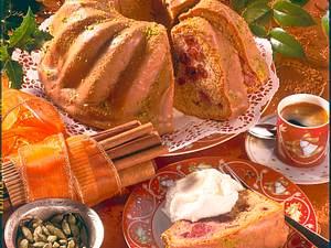Kirsch-Gugelhupf mit Baileys-Guss Rezept