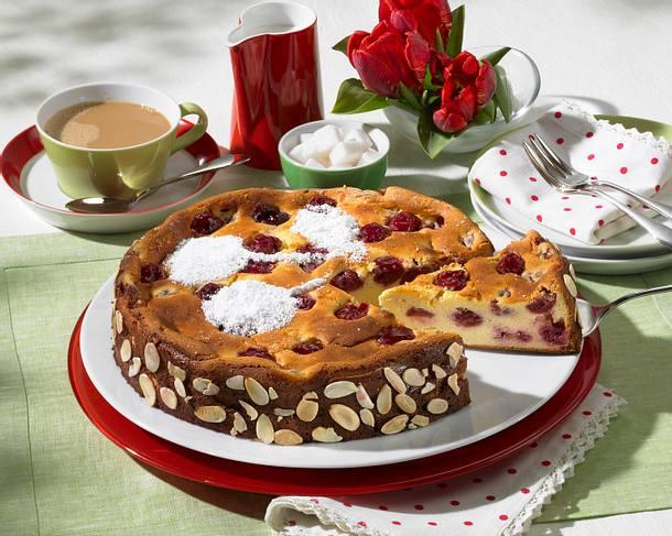 Kirsch-Käse-Kuchen mit Aprikosen-Konfitüre Rezept