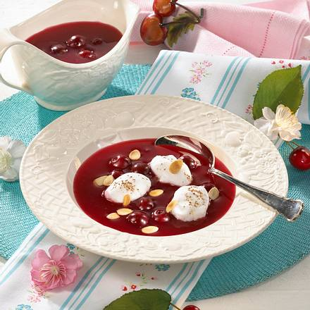 Kirsch-Kaltschale mit Schneeklößchen Rezept