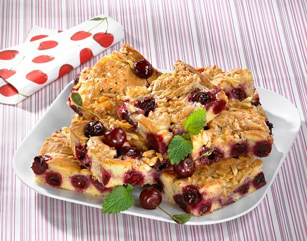 kirsch marzipan blechkuchen mit mandelkrokant rezept chefkoch rezepte auf kochen. Black Bedroom Furniture Sets. Home Design Ideas