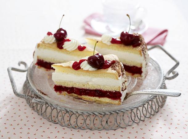 Kirsch-Panna-Cotta-Torte Rezept