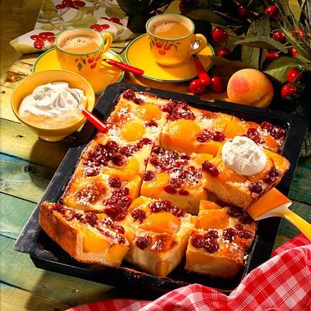 Kirsch-Pfirsich-Kuchen mit Schmandguß Rezept
