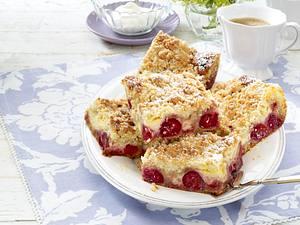 Kirsch-Pudding-Schnitten mit Butterstreuseln Rezept