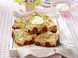 Kirsch-Pudding-Schnitten mit Mandelstreuseln Rezept