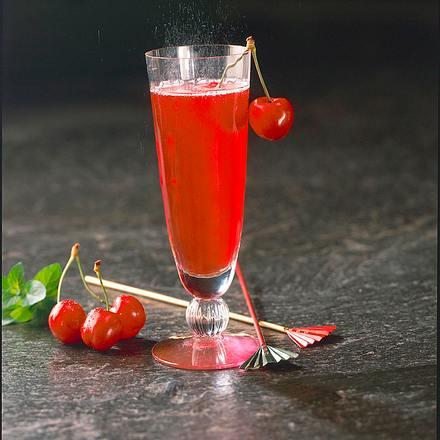 Kirsch-Tonic mit Rum Rezept