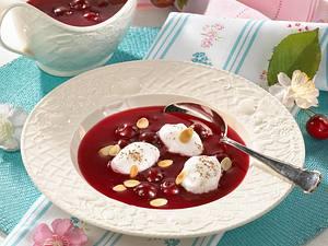 Kirschkaltschale mit Eischneeklößchen Rezept