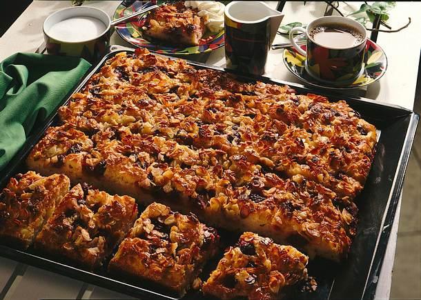 Kirschkuchen mit Bienenstichguss Rezept