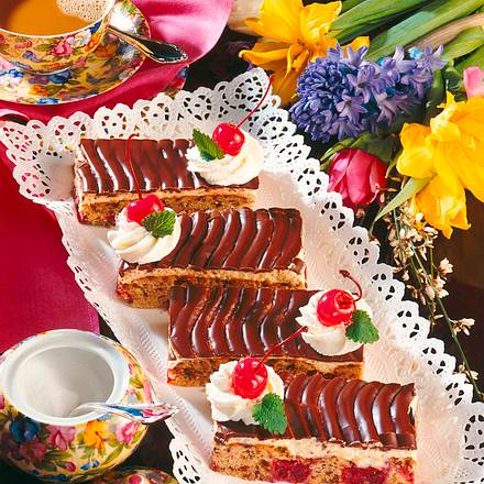 Kirschlikuchen mit Buttercreme und Schokoladenglas Rezept