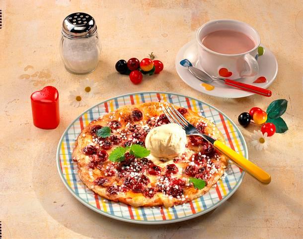 Kirschpfannkuchen mit Vanilleeis Rezept