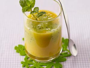 Kiwi-Pfirsich-Breezer mit grünem Tee Rezept