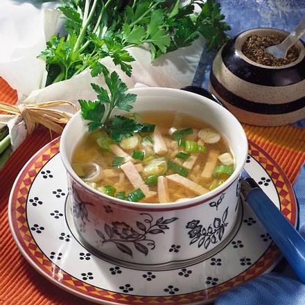 Klare Brühe mit Reis und Putenbruststreifen Rezept