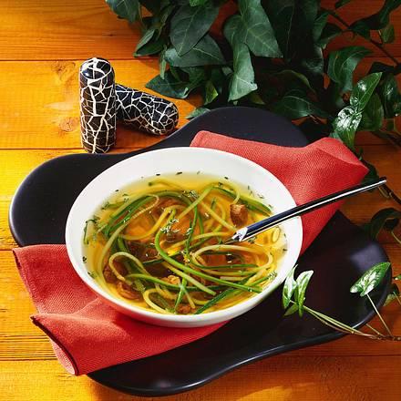 Klare Lammbrühe mit Zucchini Rezept