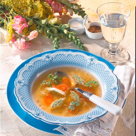 Klare Suppe mit Schnittlauch-Eierstich Rezept