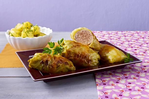 Klassische Kohlroulade mit Petersilie-Kartoffeln Rezept
