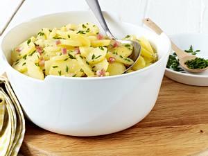 Klassischer Kartoffelsalat mit Brühe Rezept
