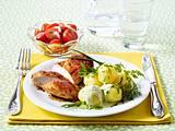 Kleine Kartoffeln mit Frankfurter Soße, Tomatensalat und Hähnchenbrust Rezept