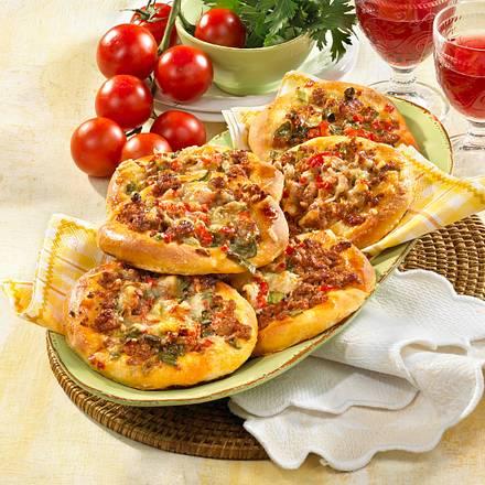 Kleine Pizzas mit Hack & Tomate Rezept