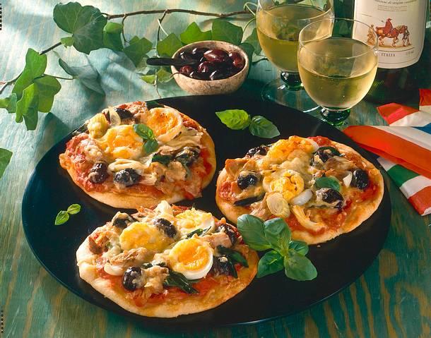 Kleine Pizzen mit Ei Rezept