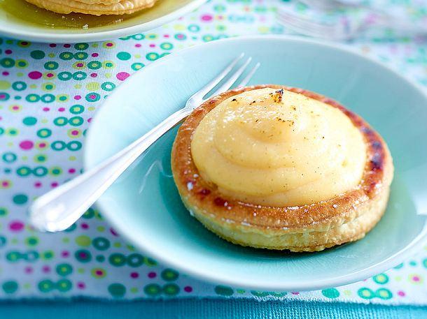 Kleine Pudding-Blätterteig-Törtchen Rezept