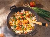 Kleine Putenrouladen auf Curry-Reis aus dem Wok Rezept