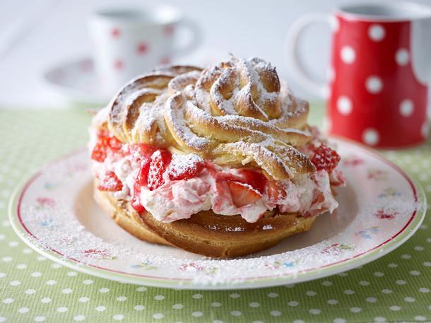 Kleine Windbeutel mit Erdbeer-Sahne Rezept