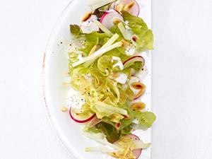Knackiger Frühlingssalat mit Pinienkernen (Trennkost, neutral) Rezept