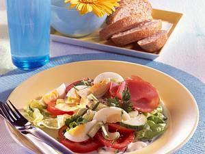 Knackiger Gemüsesalat mit Ei Rezept