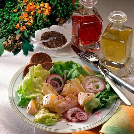 Knackiger Salat mit Kümmeltaler-Käse Rezept