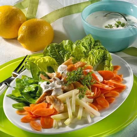 Knackiger Salat mit Putenstreifen Rezept