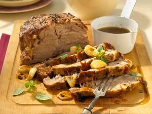 Knoblauch-Braten auf Butter-Porree Rezept